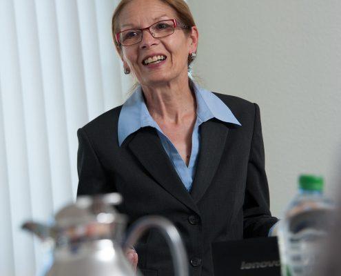 Frau Baris bei der Pause in der Unternehmerschulung